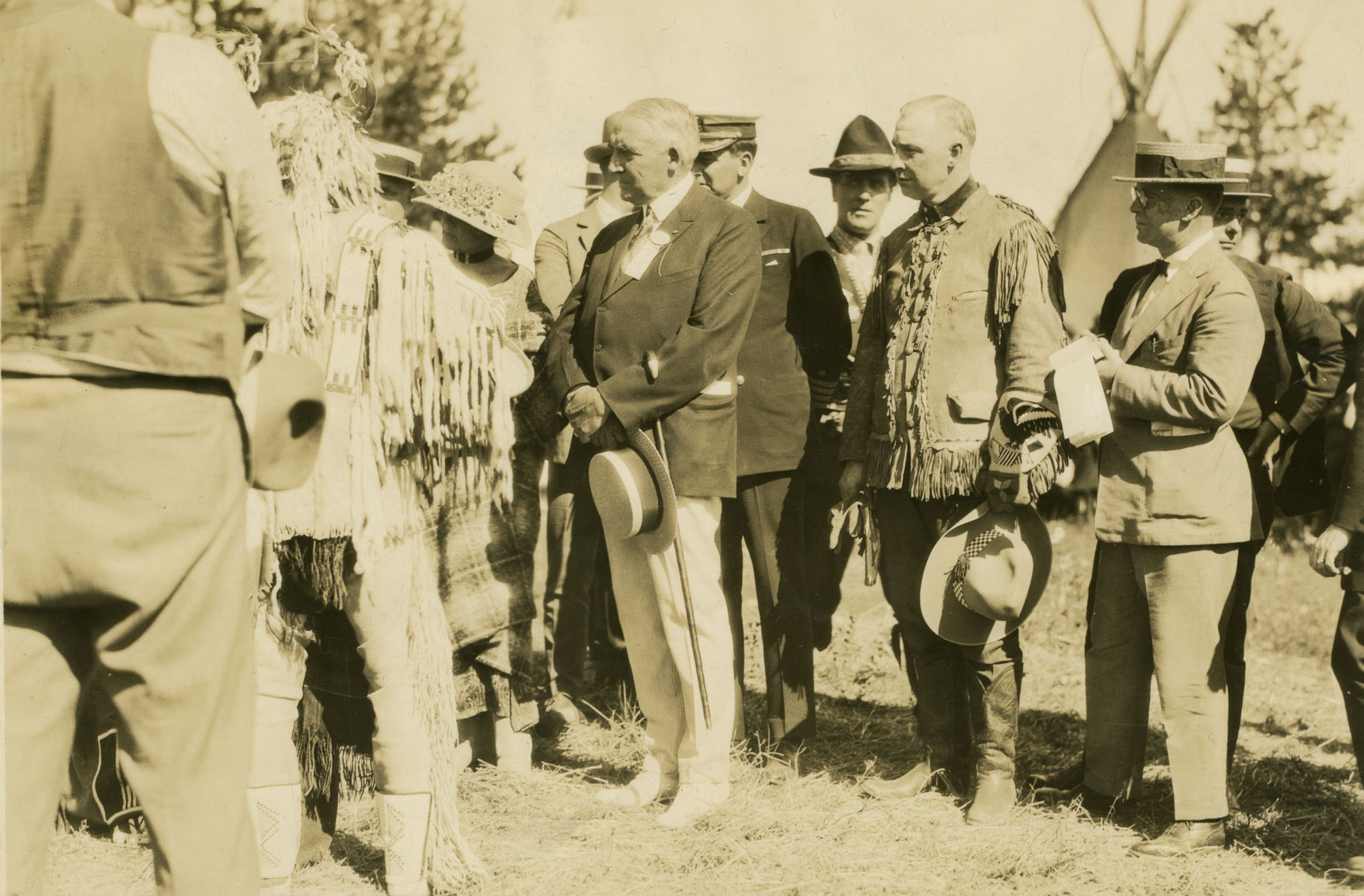 President and First Lady Harding receive a Harding patterned throw from local tribal dignitaries in Oregon.