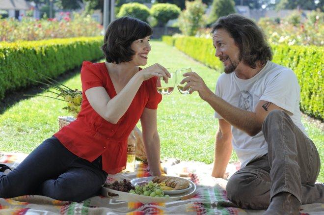 Eddie Vedder and Carrie Brownstien picnic, Portlandia