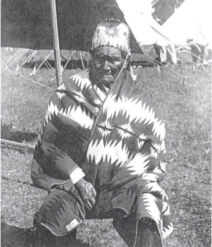 geronimo_wearing_a_pendleton_blanket_1909_courtesy_of_barry_friedman