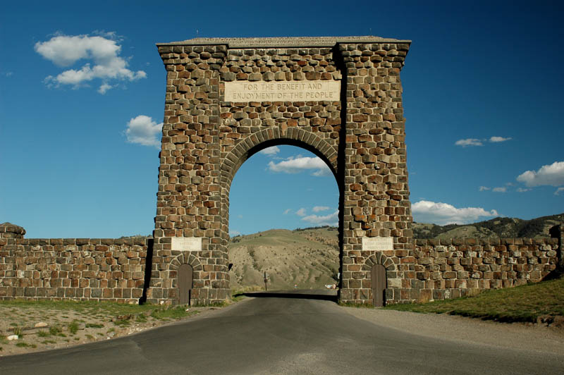 Yellowstone north Gate Wikicommons