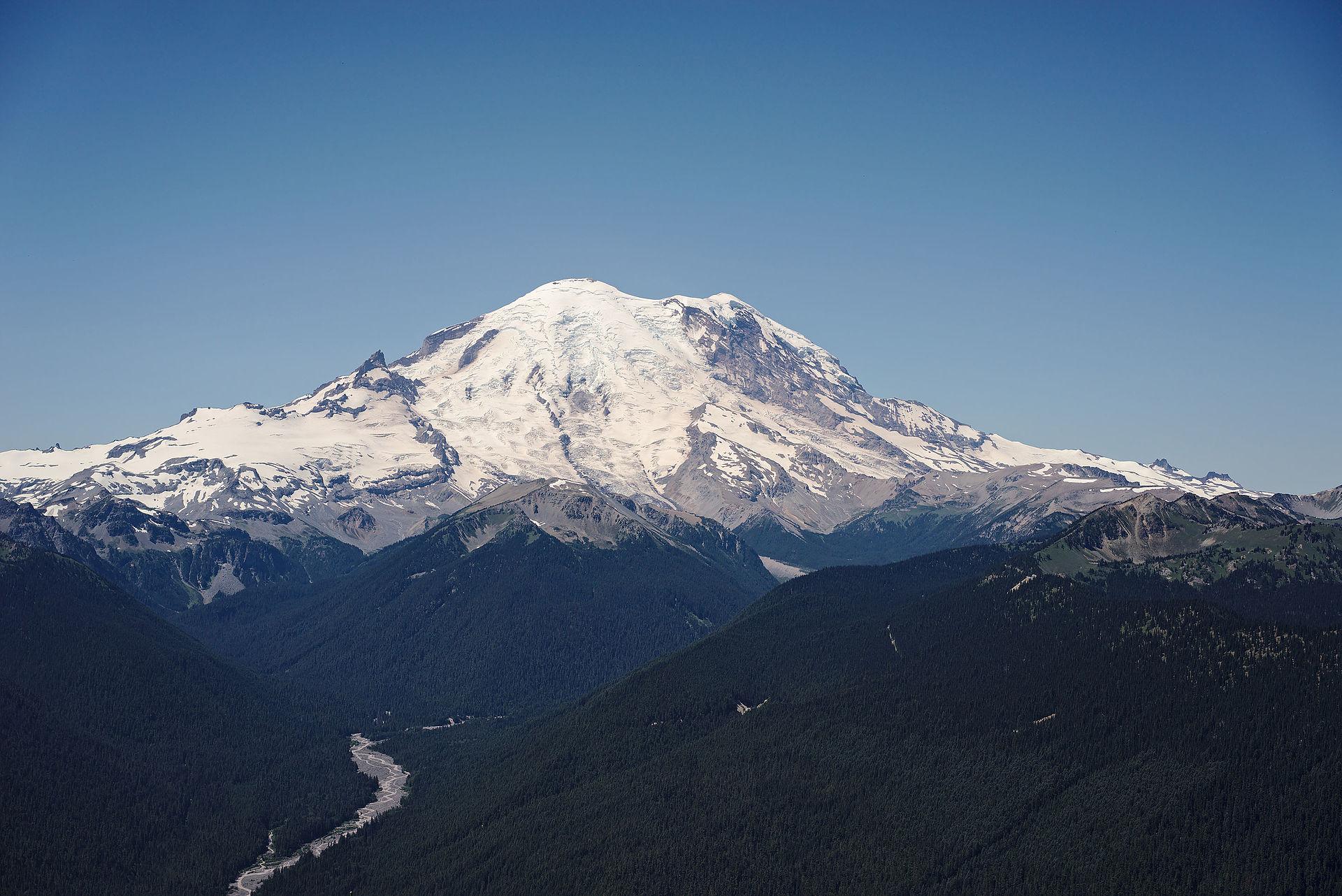 Mount_Rainier_from_the_Silver_Queen_Peak
