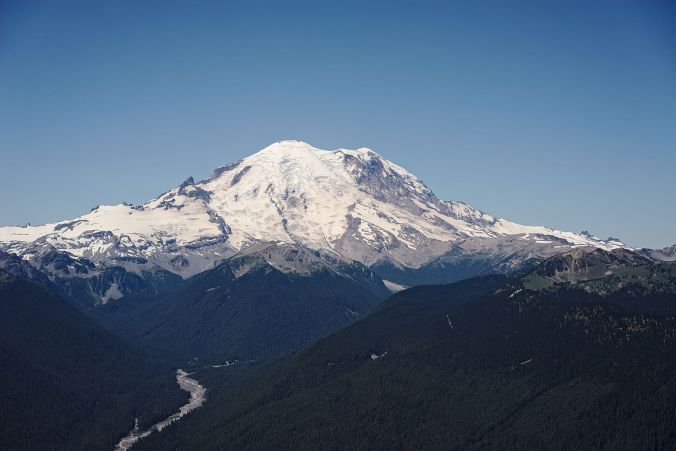 Mount_Rainier_from_the_Silver_Queen_Peak