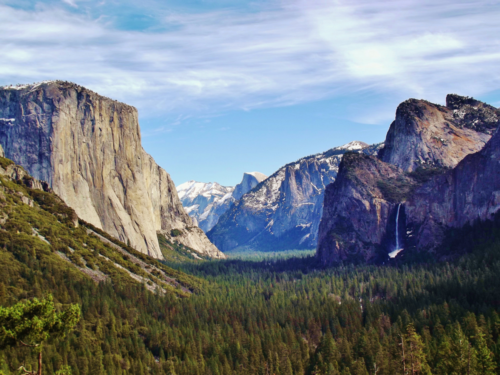 Yosemite_Valley_from_Wawona_Tunnel_view,_vista_point..JPG