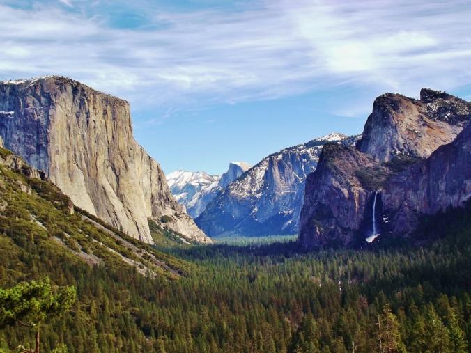 Yosemite_Valley_from_Wawona_Tunnel_view,_vista_point..JPG