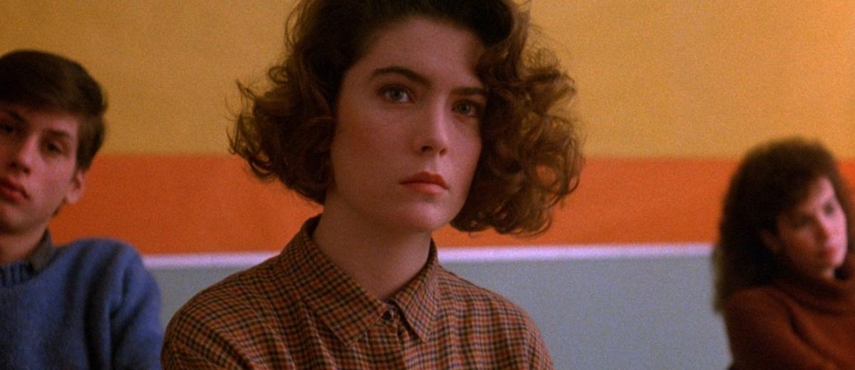 Lara-Flynn-Boyle-in-Twin-Peaks-1990.