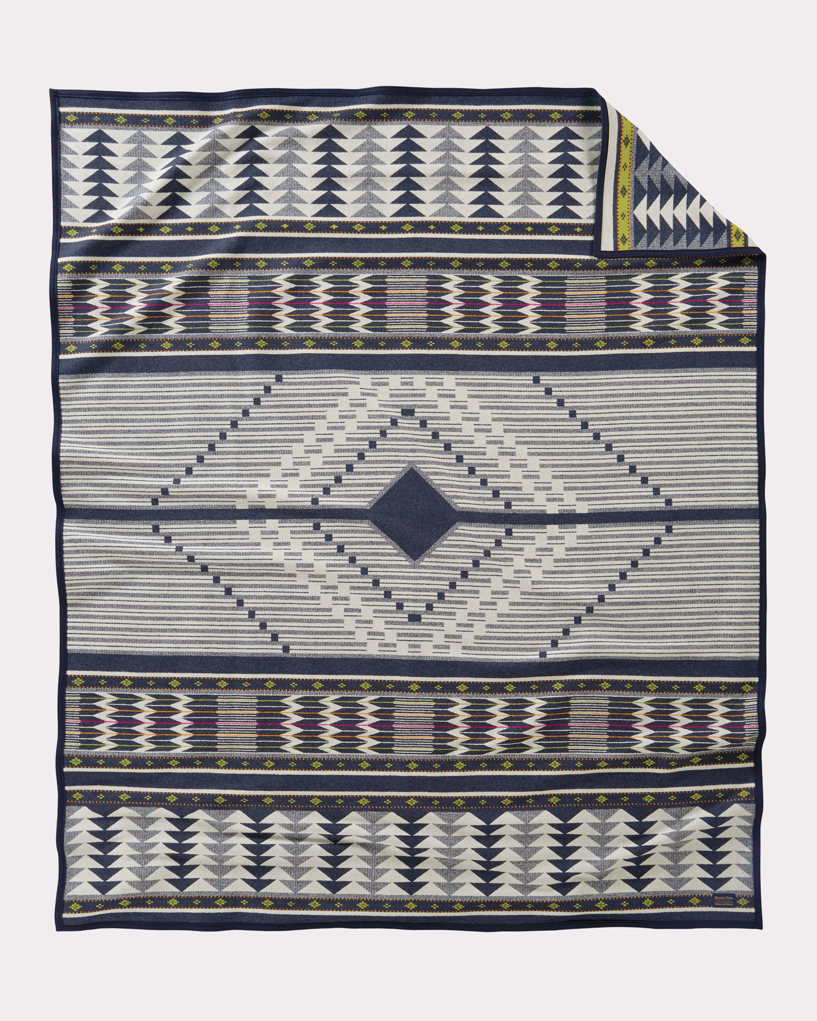 The front of the Pendleton Spirit Seeker blanket.